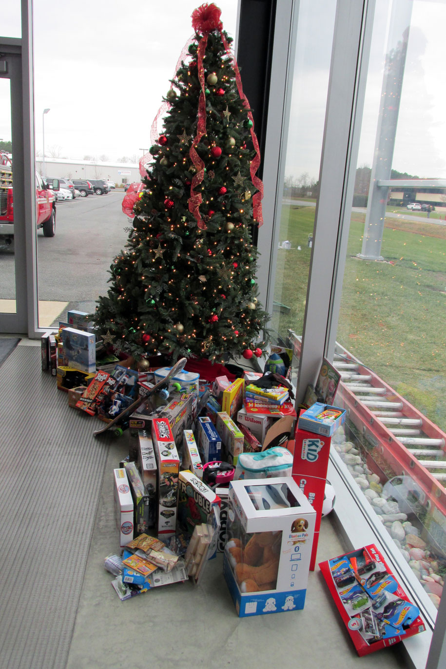 GKD USA Metal Fabrics, Christmas Toy Drive